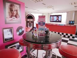 Diner Style Kitchen Table by Typical 50 U0027s Diner Style Where Are Sandy And Danny From Grease
