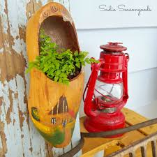 how to repurpose vintage dutch wooden shoes into planters