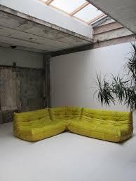 canape jaune cuir canapé togo cuir safran ligne roset a n t i m a t i e r e