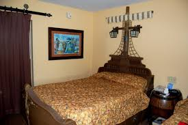 beige wall color scheme for bedroom with disney pirate ships bed