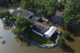 House With A Moat Texas Man Uses Massive Inflatable Dam To Save House