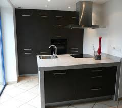 ilot central cuisine avec evier aménagement coin cuisine ouverte avec ilot central intégrant