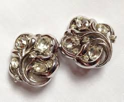 clip on earrings that don t hurt how to wear clip on earrings without your ears hurting all