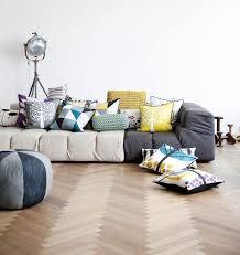 coussin canapé design coussins déco dans le salon plus il y en a meilleur le décor