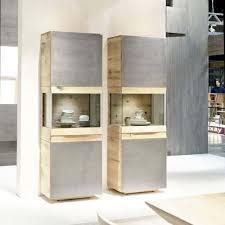 salon haut de gamme meuble colonne contemporain avec vitrine en chêne ou en noyer
