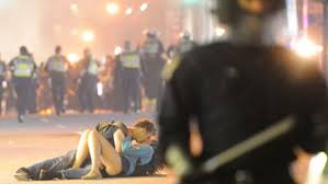 Vancouver Riot Kiss Meme - vancouver riot kissing couple still together 4 years later cbc news