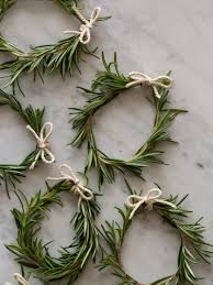look rosemary wreath place cards u2014 tabletop inspiration napkin