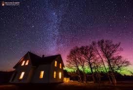 can you see the northern lights in maine aurora dances over maine farmhouse in stunning photo