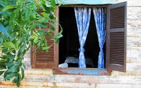 mauvaise odeur chambre l importance d aérer la chambre le matin ou pourquoi ça pue
