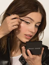 How To Become A Professional Makeup Artist Online How Tos Bobbi Brown Official Site