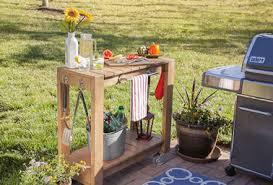 faire une cuisine d été desserte de jardin à faire soi même avec du bois
