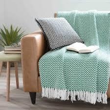 recouvrir un canape jeté en coton vert 160 x 210 cm ubud pour recouvrir le canapé
