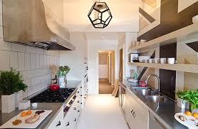cuisine etroite cuisines cuisine etroite rangee des astuces de décoration pour la