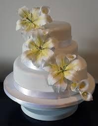choosing sugar flower to decorate your wedding cake wedding planning