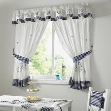 tende con mantovana per cucina gallery of tende da cucina stile e colore tendaggi scegliere le