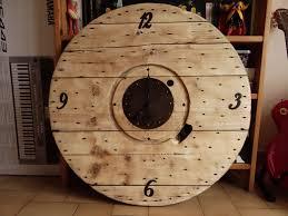table basse touret bois horloge avec un touret touthanrékup