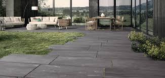 piastrelle balcone esterno pavimenti per esterni in gres per giardini terrazzi e rivestimenti