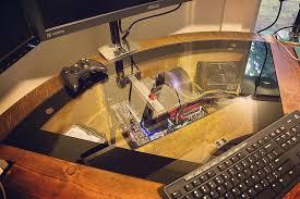bureau ordinateur intégré idée original magnifique bureau d angle monté sur vérins avec