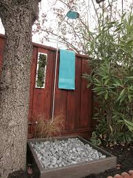 Outdoor Shower Cubicle - let nature in with an outdoor shower diy