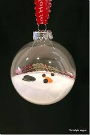this melted snowman ornament was easy to make using a clear plastic