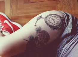 clock on side thigh