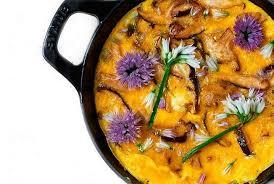 fleurs de ciboulette en cuisine omelette de shiitakés aux fleurs