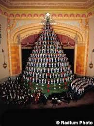singing christmas tree muskegon mi america s tallest singing christmas tree