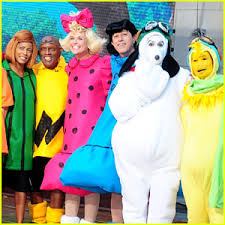 Snoopy Halloween Costumes Today Show U0027 Hosts Wear Spot Peanuts Halloween Costumes 2015