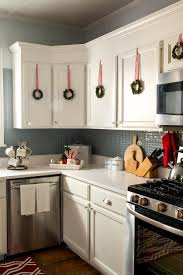 kitchen christmas decorating ideas christmas in the kitchen kitchens wreaths and decorating