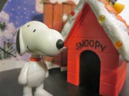 brown christmas snoopy dog house the epic review figure review snoopy s doghouse display