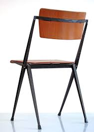chaise rietveld chaise pyramid vintage par wim rietveld pour ahrend cirkel en