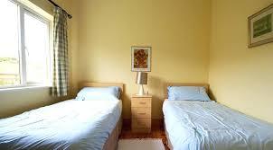 amenager une chambre avec 2 lits chambre a deux lits la chambre de battistella denfant avec deux lits