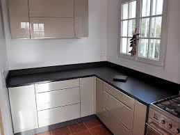 cuisine plan de travail granit granits déco plan de travail en granit noir finition brossée