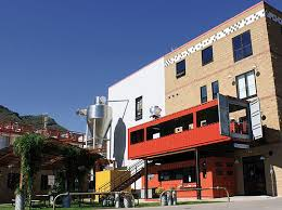 the container restaurant turns two shipping containers into a
