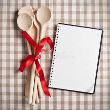 recette de cuisine avec ustensile de cuisine avec le livre blanc de recette photo stock