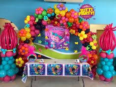 trolls theme poppy balloon sculpture trolls birthday party ideas