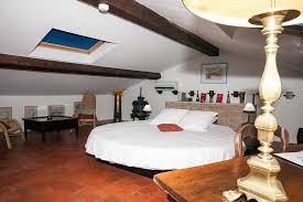 chambres d hotes originales chambres d hôte lit rond matelas à eau piscine spa var provence