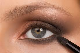 goss makeup artist cleaning brushes