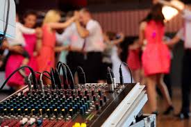 wedding band or dj live wedding band vs dj which is right for your wedding usa