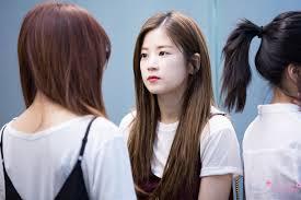 chorong staring at namjoo apink