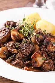 cuisiner le boeuf bourguignon boeuf bourguignon aux chignons recettes de cuisine française