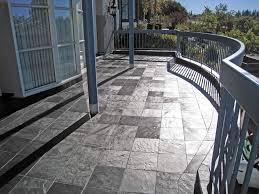 piastrelle balcone esterno tipologie di mattonelle per esterno le mattonelle guida alle