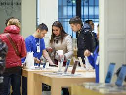 Apple Store Paris by Hundreds Buy The Iphone 5 In Paris Pictures Cnet Page 7