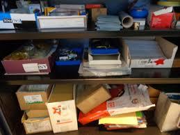bureau de la directrice dans le bureau de la directrice le cartable de prune