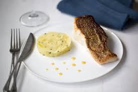 cuisiner le lieu jaune recette de pavé de lieu jaune les recettes de nos grands mères