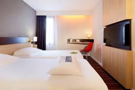 chambre avec dans le sud chambre avec 2 lits jumeaux photo de kyriad tours sud chambray