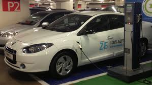 renault fluence ze renault fluence ze pilot programme off to a start