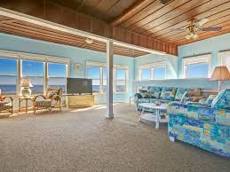 ideal location with beach 10 steps away and vrbo