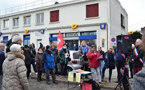 le bureau de poste le plus proche chigny ils manifestent pour que leur poste reste ouverte