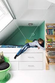 jugendzimmer dachschräge jugendzimmer mit dachschräge junge in grüner bettnische mit